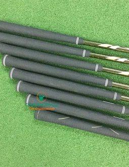 Tay cầm của Honma Beres IS01 irons rất chắc chắn, giúp golfer đưa bóng bay xa hơn