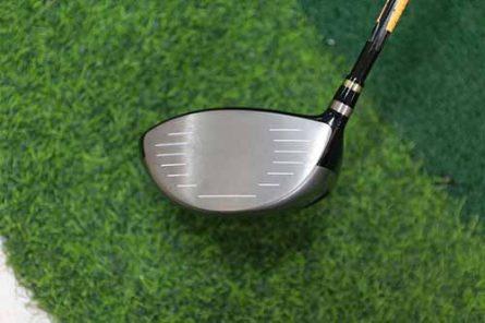 Mặt tiếp bóng của gậy golf Honma Beres S-02 driver 3 sao rộng, giúp tăng khả năng tiếp bóng