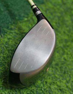 Mặt gậy Honma S03 Driver thiết kế rộng, giúp tăng khả năng tiếp xúc bóng