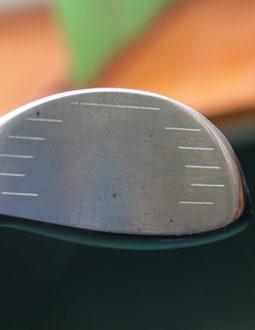 Mặt tiếp bóng của gậy On Off driver model 46D rộng, tăng khả năng tiếp bóng