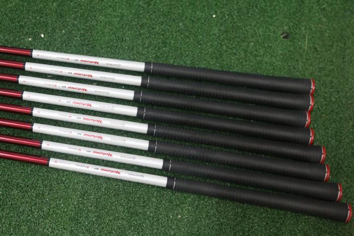 Grip của bộ Taylormade R9 full set vẫn còn nguyên bản