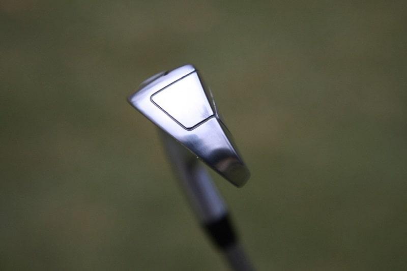 Đầu gậy Titleist T400 iron có độ rộng tối đa