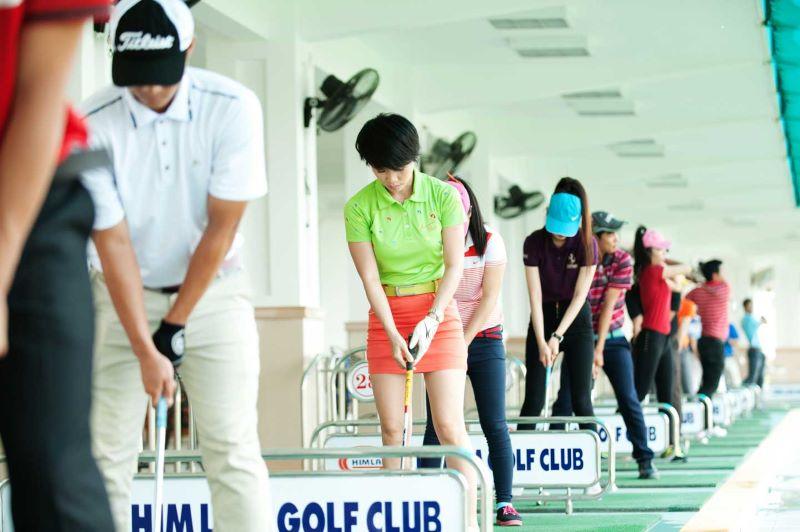 Sân golf Long Biên rất đông đúc và là địa điểm yêu thích của nhiều golfer nữ