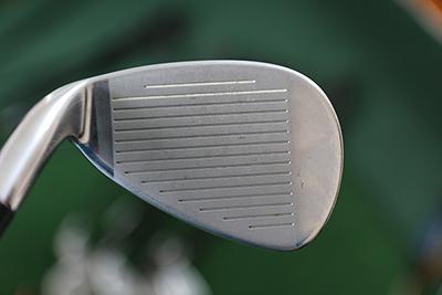 Taylormade iron set graphite có thiết kế vùng tiếp bóng mở rộng, giúp tăng khả năng tiếp xúc bóng