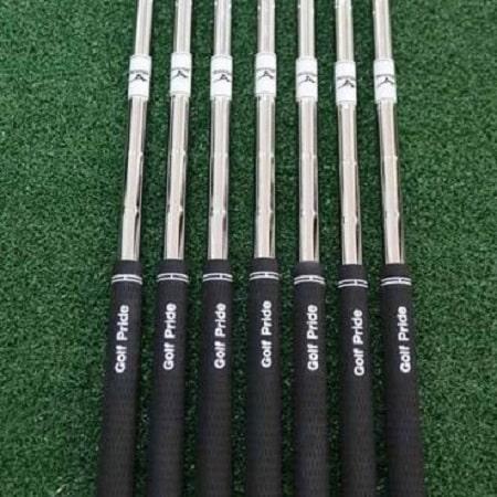 Bộ Gậy Golf Sắt Mizuno