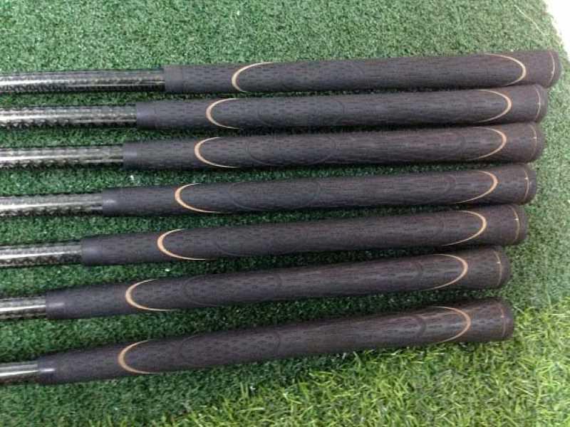 Phần Grip của gậy golf vẫn còn giữ được nguyên vẹn như mới