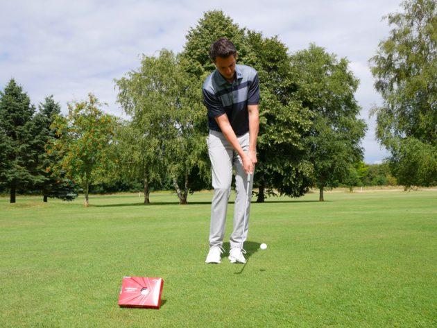 Đánh thử bóng golf Callaway Chrome Soft