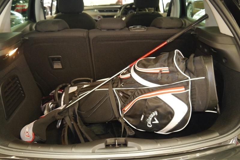 Không nên để túi gậy golf của bạn trong cốp xe quá lâu