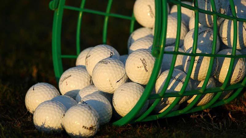 Các chất liệu sản xuất bóng golf tương đối đa dạng