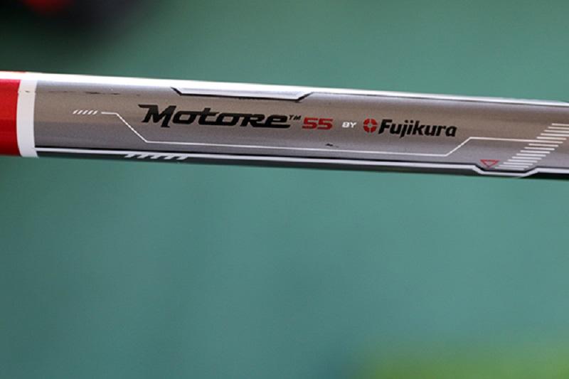 Cán graphite nhẹ giúp các golfer dễ dàng điều khiển và swing