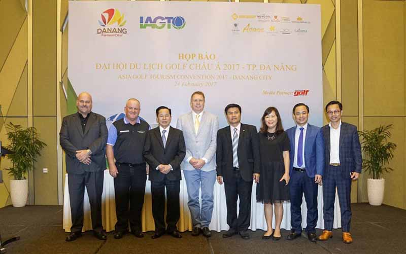 Các đại biểu tham dự họp báo đại hội du lịch golf Việt Nam