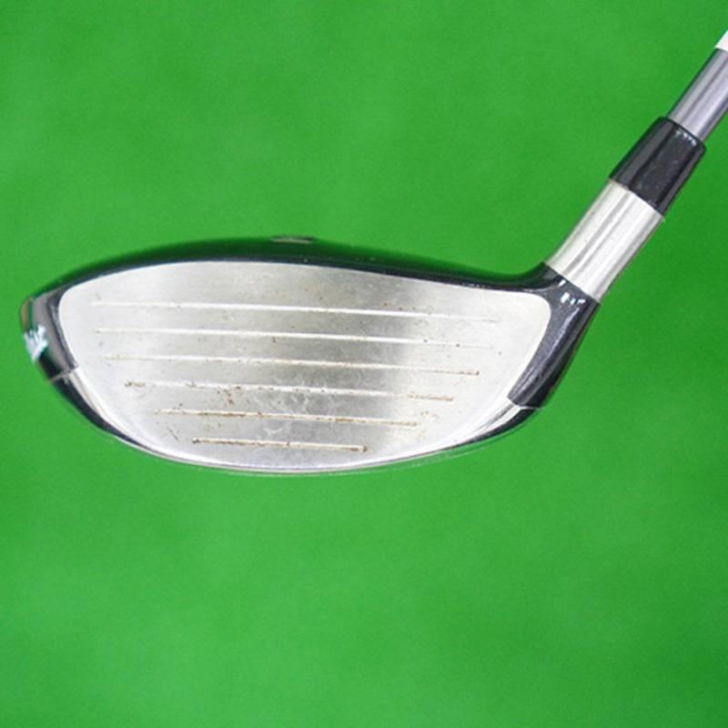 Mặt gậy được thiết kế sâu giúp kiểm soát tốt cú đánh