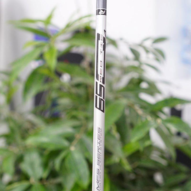 Cán gậy có độ cứng vừa phải, rất vừa tay người chơi