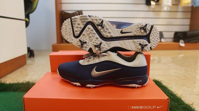 Giày golf Nike Air Rival I4W được thiết kế dành cho anh em nam giới