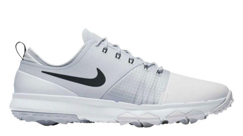 Golf đạt được hiệu suất cao khi sử dụng giày Impact 3