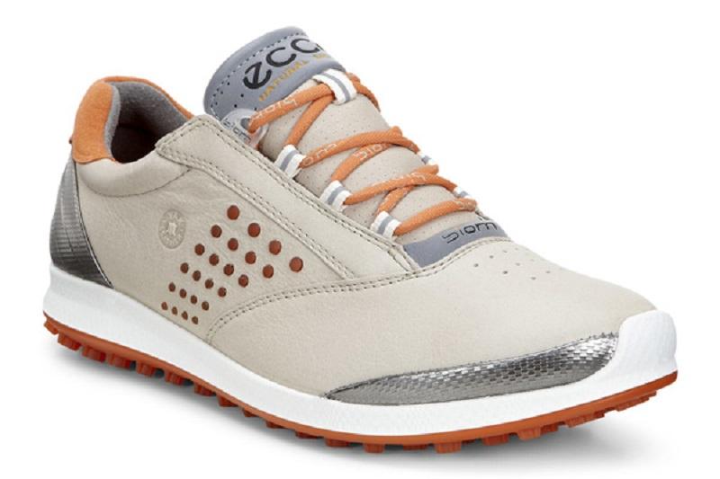 Đế giày được làm từ TPU - một vật liệu có độ bền cao