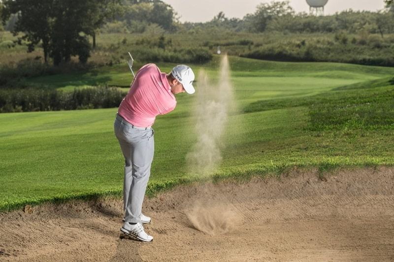 Vị trí Bunker mà golf thủ cần đánh bóng ra