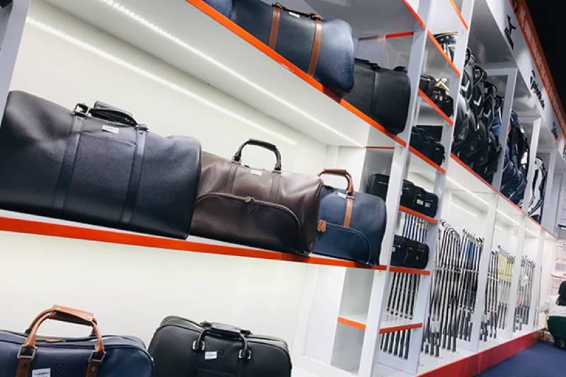 Các sản phẩm về túi, gậy golf và phụ kiện sẽ đều được bán với mức giá ưu đãi trong ngày khai trương