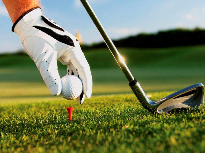 Đánh golf bằng gậy sắt dài đòi hỏi kỹ thuật và độ khó cao
