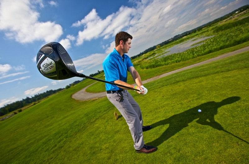 Swing golf chuẩn xác sẽ giúp bóng bay đến đúng hướng mình muốn