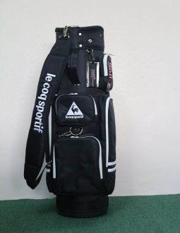 Le Coq Sportif golf bag có khoang đựng đồ bên trong rất rộng