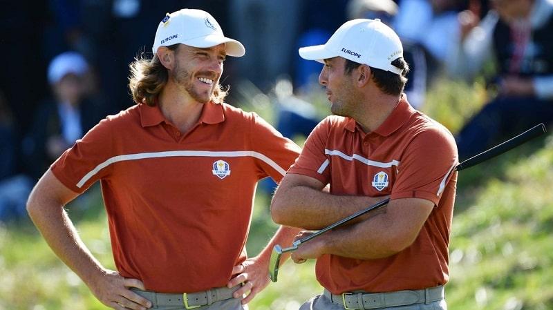 Các Golfer vui vẻ sau khi kết thúc một lỗ golf trong trận đấu foursome