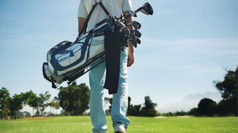 Môn thể thao golf sử dụng rất nhiều gậy và phụ kiện
