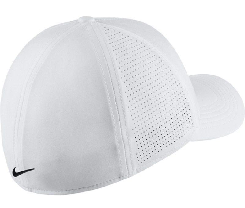 Logo in cả trước và sau của mũ