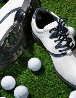 Nên mua giày golf nào