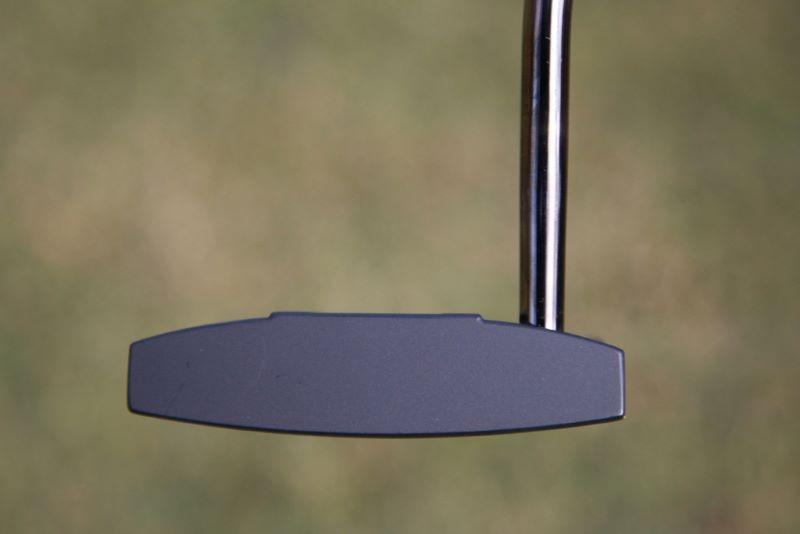 Công nghệ mặt rắn giúp Ping Heppler Putter được rất nhiều golfer yêu thích