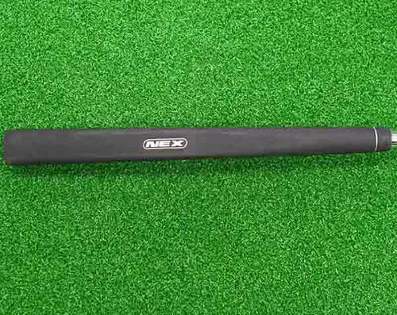 Shaft và grip của gậy gần như còn nguyên bản