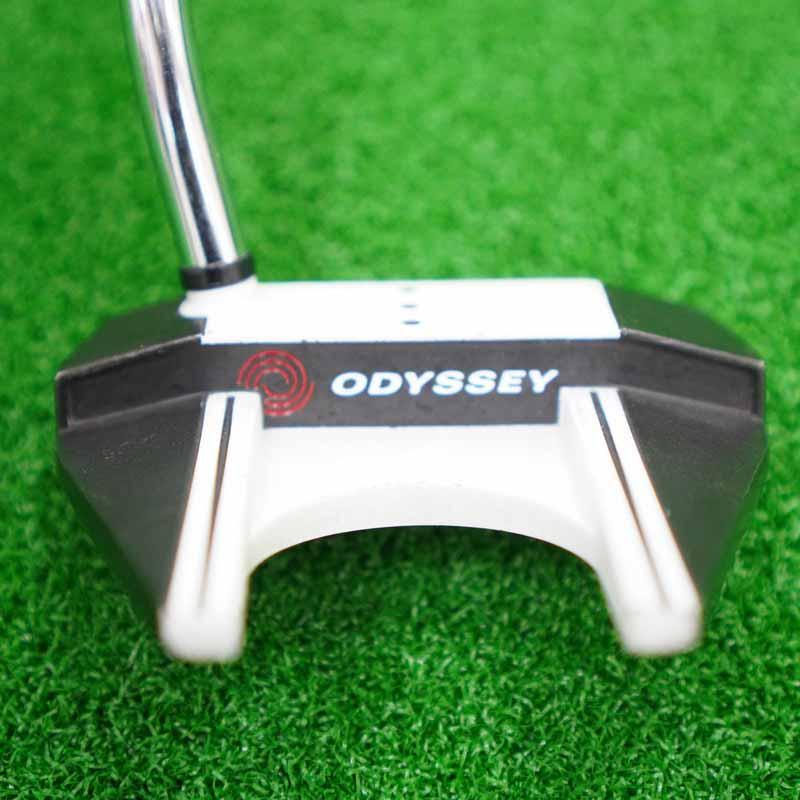 Odyssey White/matte Black cũ luôn là mẫu gậy gạt bóng được săn đón