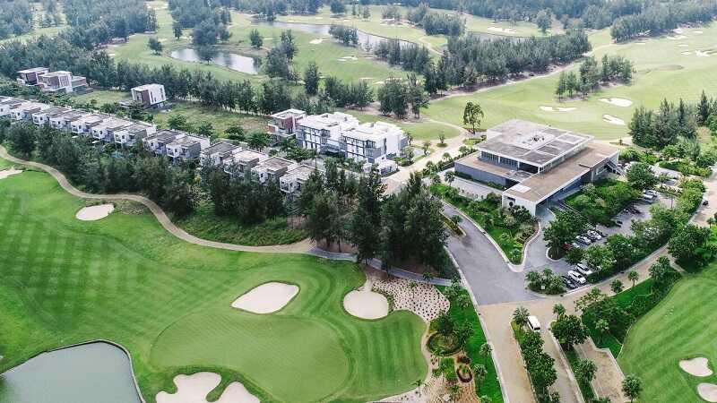 Sân golf có hệ thống khu nghỉ dưỡng, nhà chờ, câu lạc bộ