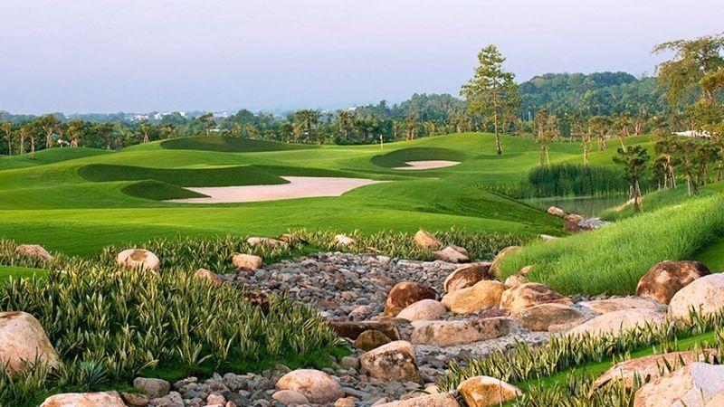 Sân golf thu hút đông đảo người chơi golf tới hàng tuần