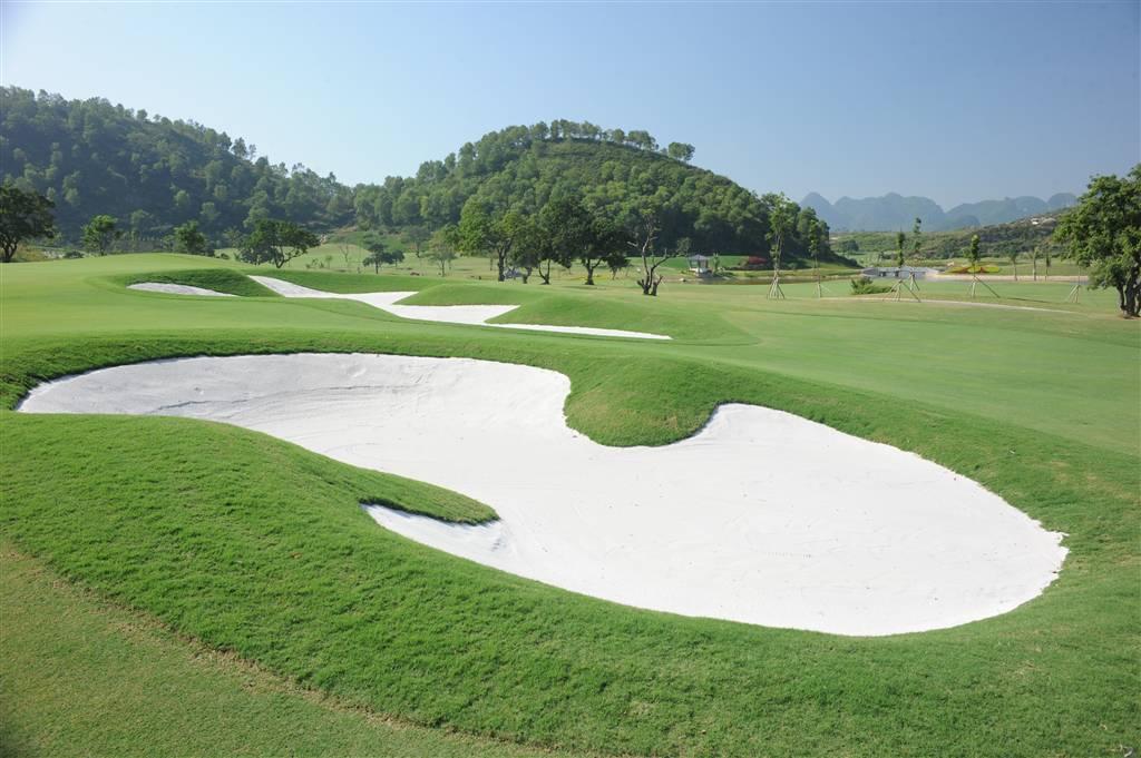 Hoàng gia là sân golf ở Ninh Bình lớn nhất