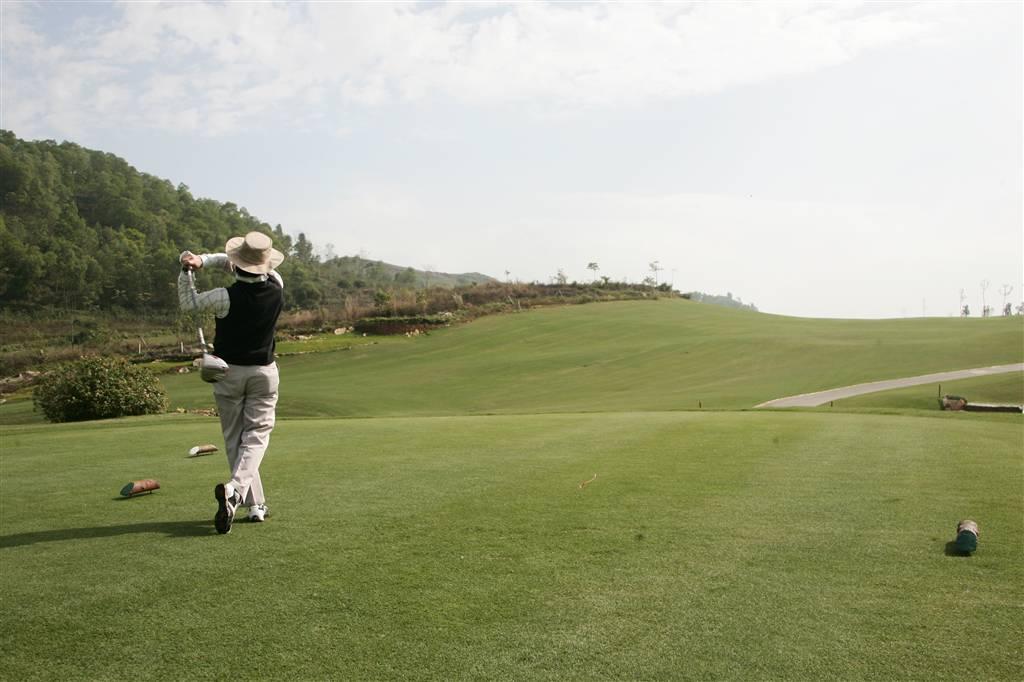 Sân Hoàng Gia ở Ninh Bình có thiết kế thử thách Golfer
