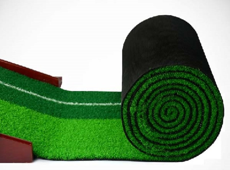 Bề mặt thảm putt Polo được cắt rất mỏng giúp bóng dễ dàng di chuyển