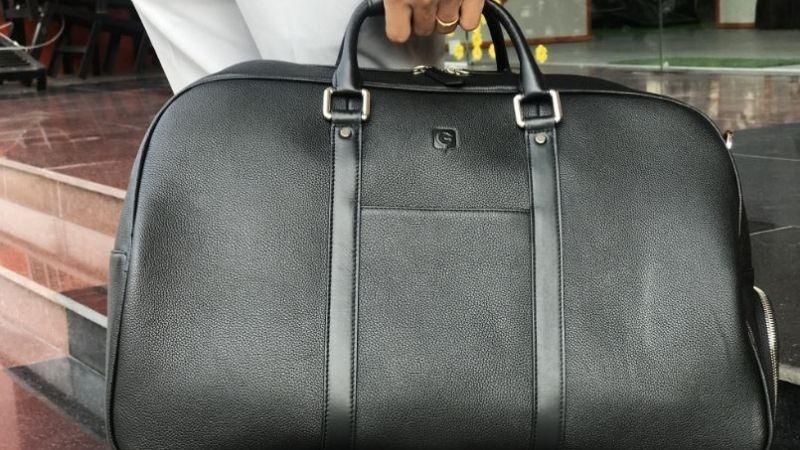 Túi golf đựng quần áo cầm tay được nhiều golfer lựa chọn