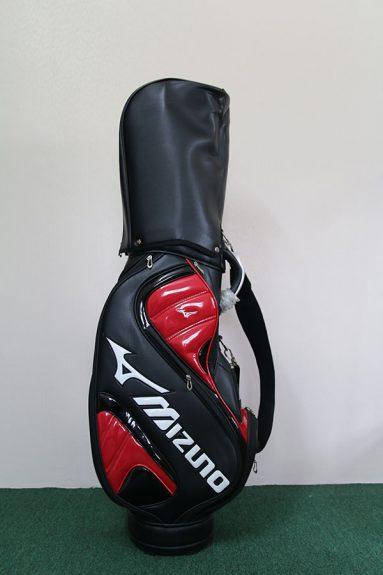 Túi của Mizuno có thiết kế phần chân đế rất chắc chắn