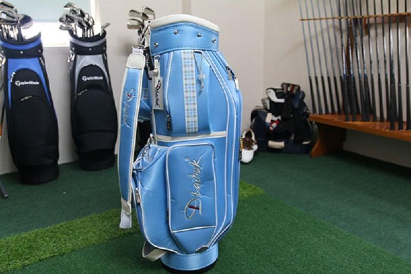 Túi golf bag nữ cá tính nhưng vẫn nhẹ nhàng