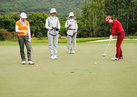 Vị trí gạt bóng - kỹ thuật putting golf