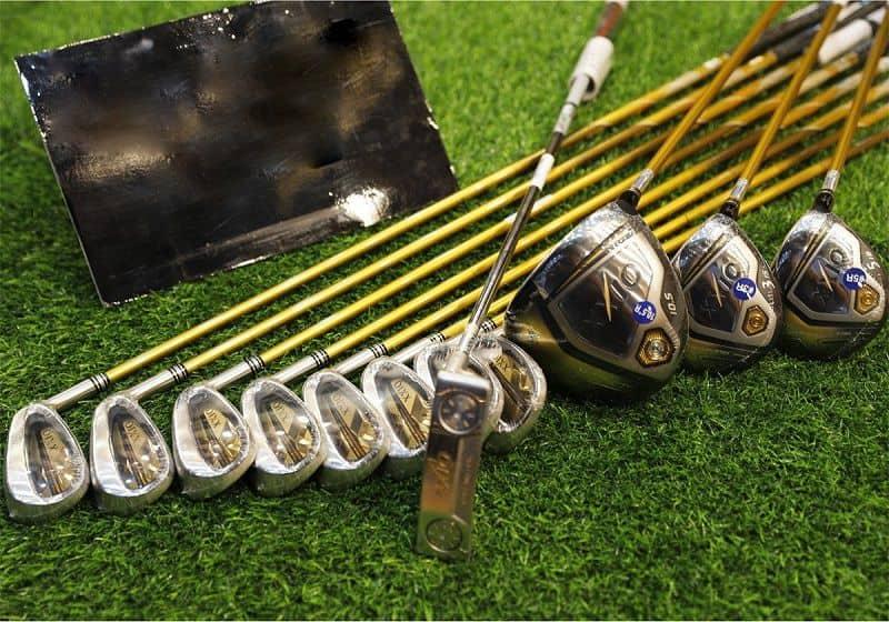 Sử dụng gậy golf đánh trong nhà không nhất thiết phải dùng hết cả bộ
