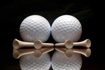 Bóng cũng là một dụng cụ tập golf tại nhà không thể thiếu