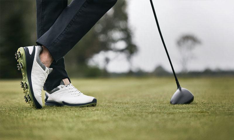 Giày golf cần có kiểu dáng gọn nhẹ, ôm chân và đảm bảo sự thoải mái