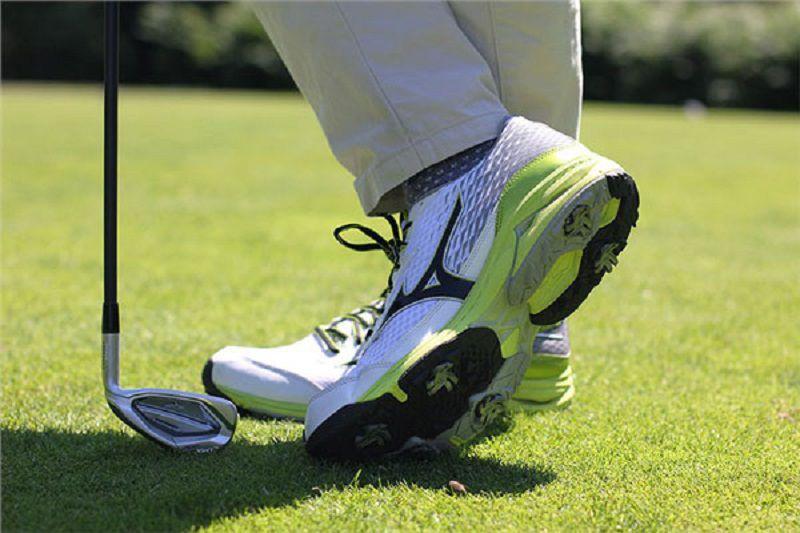 Giày golf nam Mizuno Wave Cadence (Spikeless) hiện đại