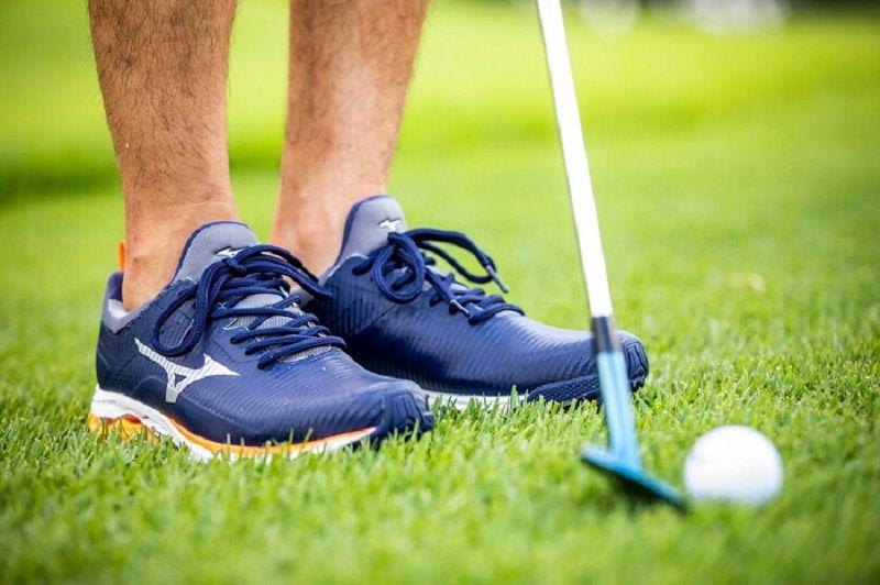 Giày golf Mizunođang được rất nhiều người chơi yêu thích