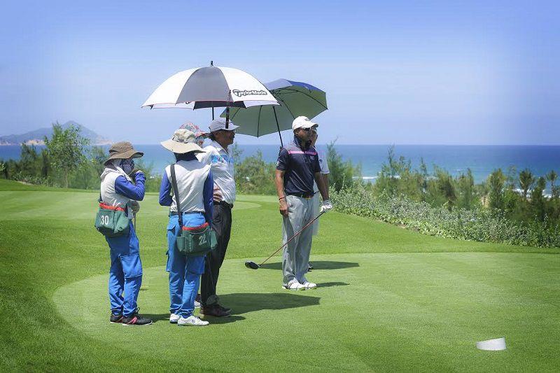 Dù đánh golf có thiết kế khác biệt nhiều so với dù che nắng bình thường