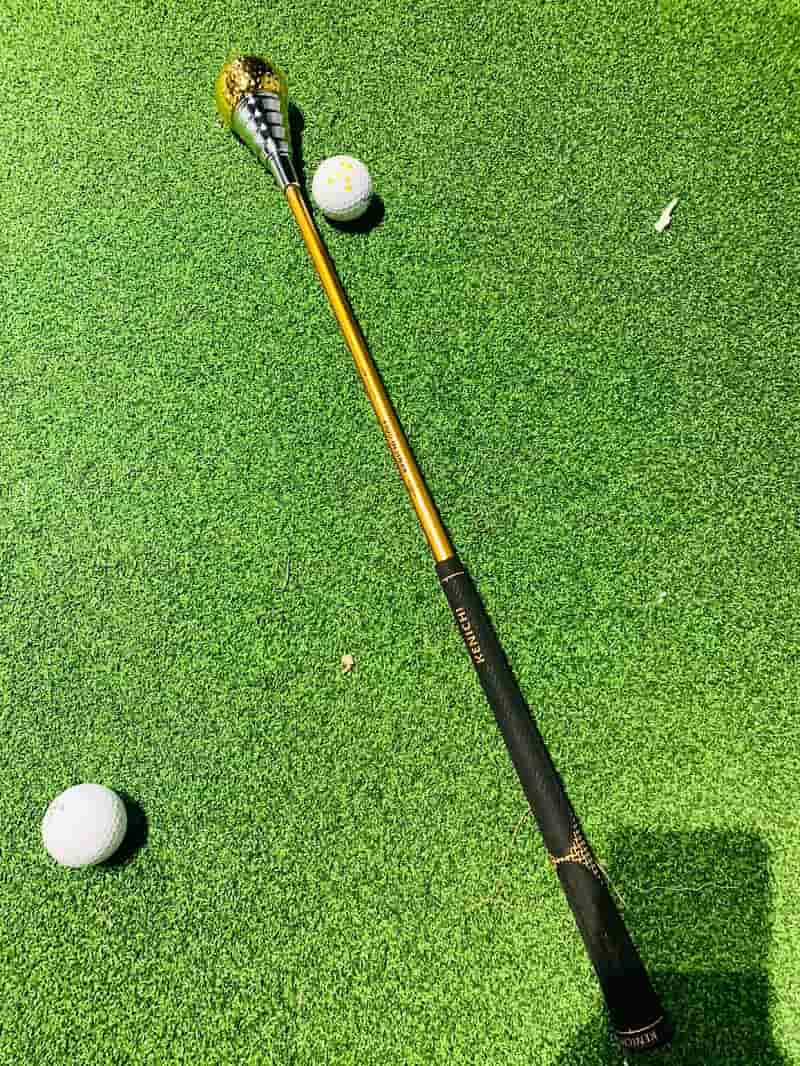 Cây gậy swing của hãng Kenichi được làm 100% bằng chất liệu kim loại