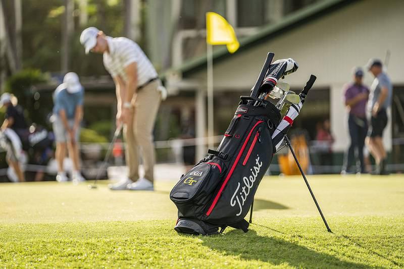 Túi golf của Titleist thường được làm từ vải cao cấp hoặc da tổng hợp