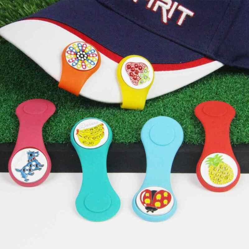 Mác bóng golf (Ball Marker) là một phụ kiện được dùng để xác định vị trí của bóng golf trên cỏ